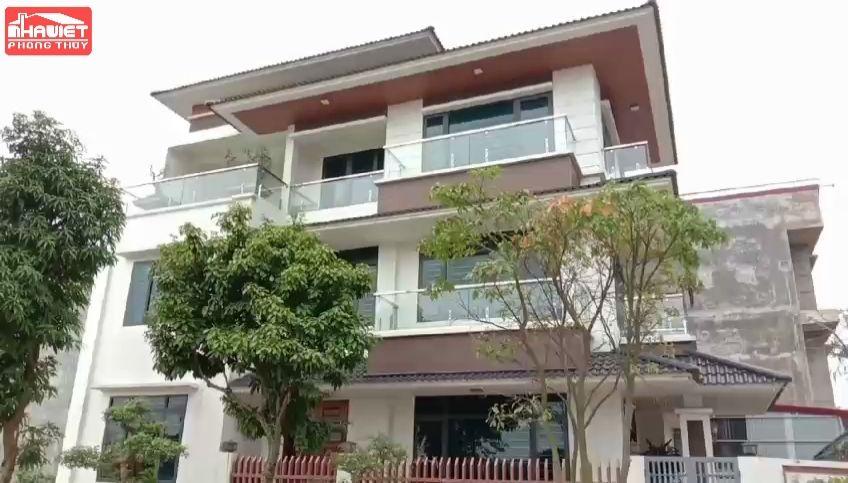 Mẫu biệt thự 3 tầng mái thái hiện đại