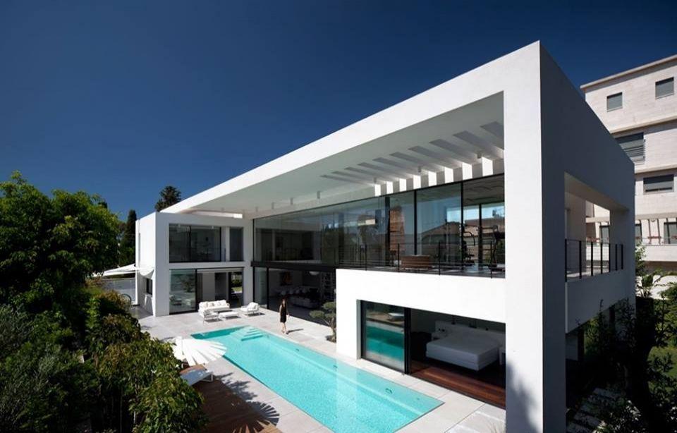 Mẫu nhà 2 tầng hiện đại có bể bơi sang chảnh