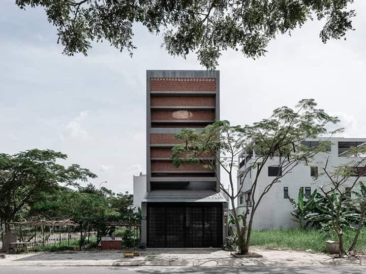 Mẫu nhà phố thiết kế với vật liệu chính từ gạch hoa gió
